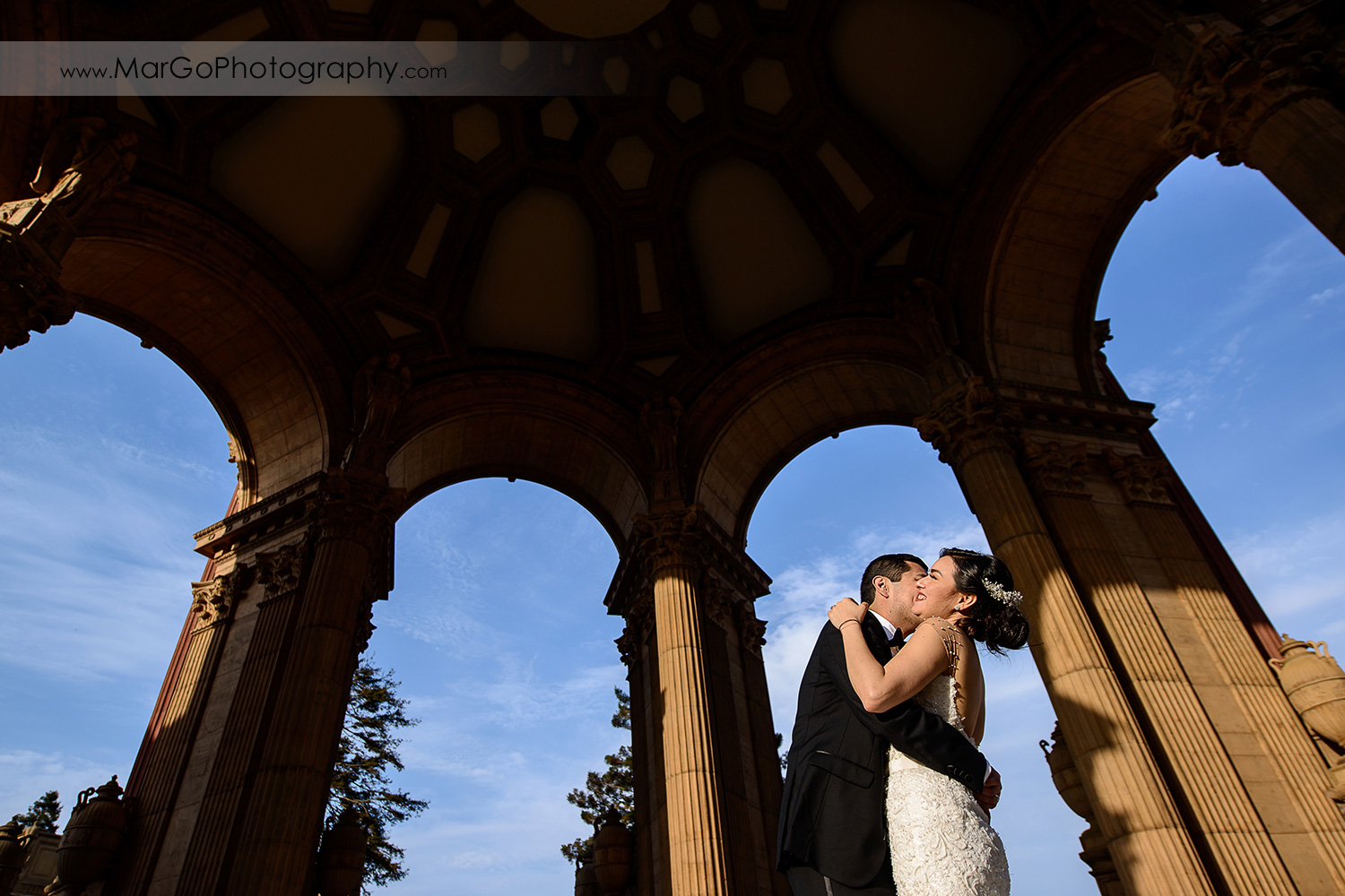 bride and groom at the rotunda of Palace of Fine Arts in San Francisco