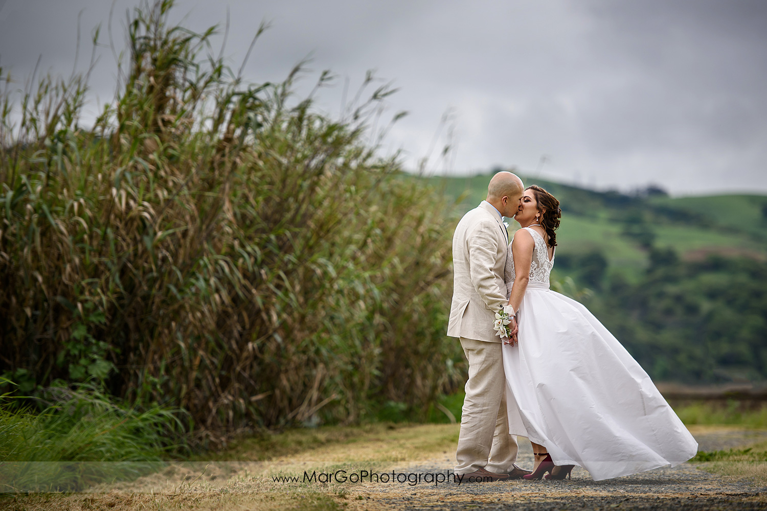 bride and groom kissing at Martinez Regional Shoreline