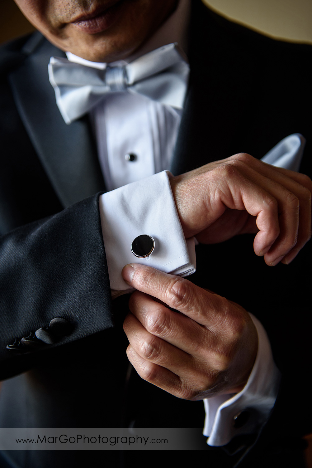 groom wearing black cufflinks at Hilton San Francisco Airport Bayfront in Burlingame