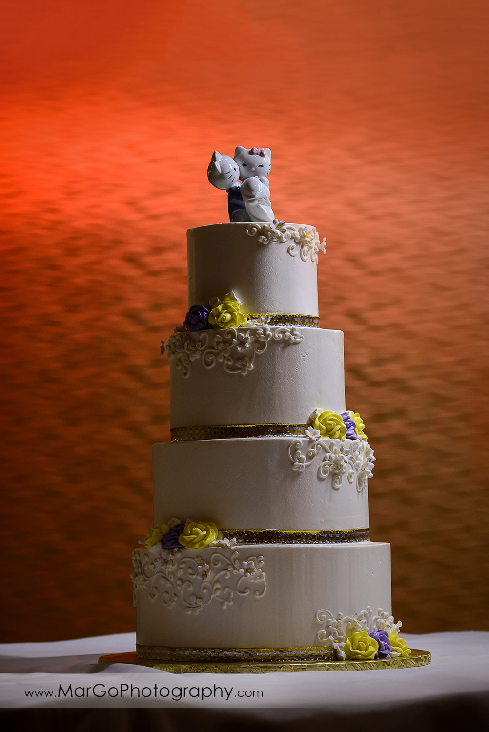 wedding cake at Hilton San Francisco Airport Bayfront in Burlingame