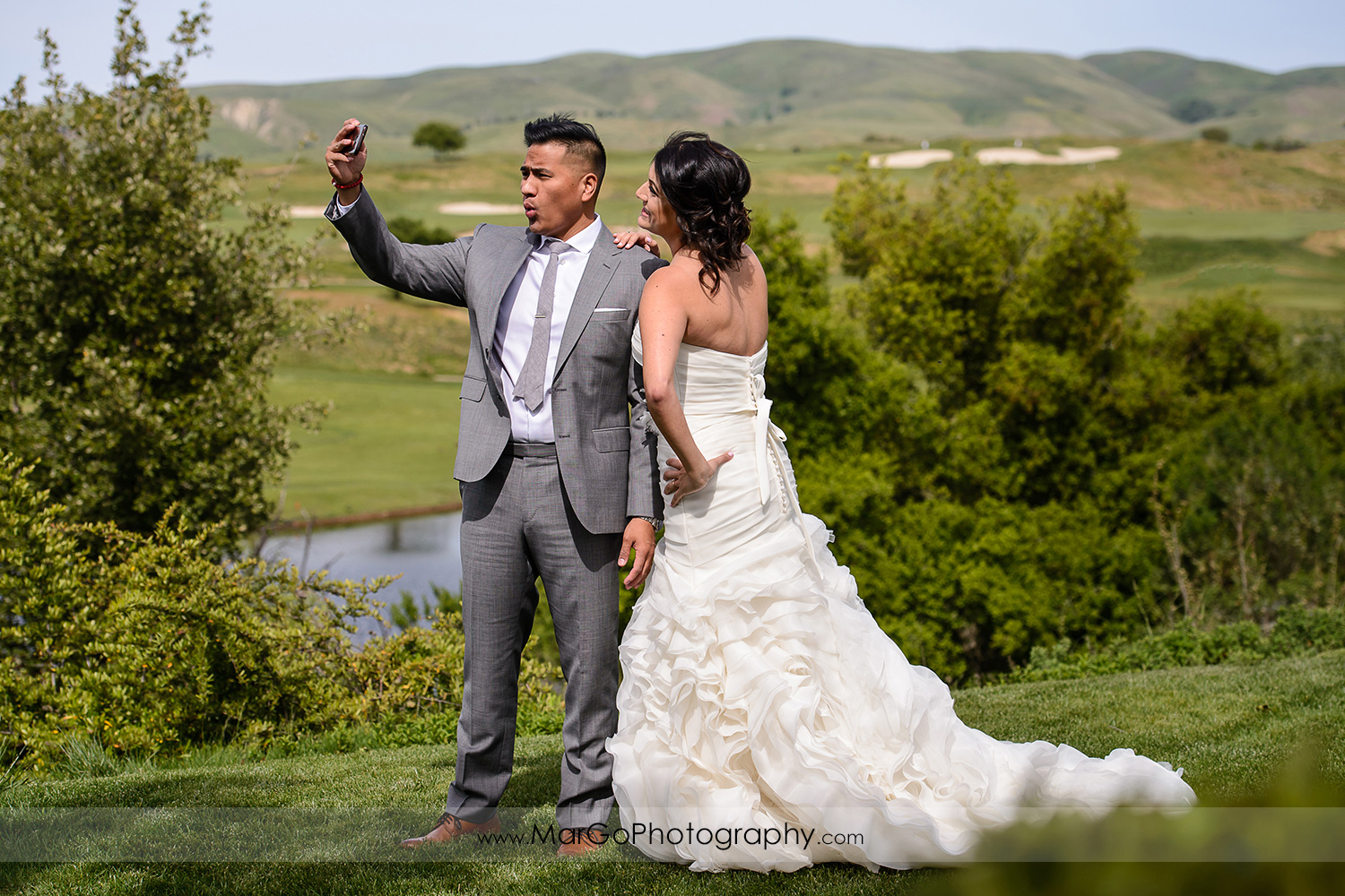 first look selfie of bride and groom at Poppy Ridge Golf Course in Livermore
