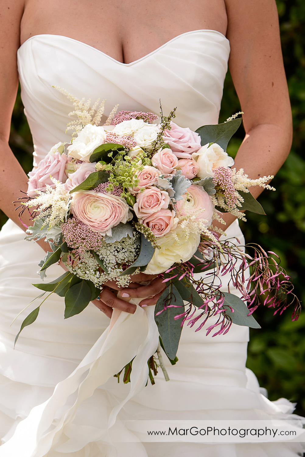 bride with the bouquet at Poppy Ridge Golf Course in Livermore
