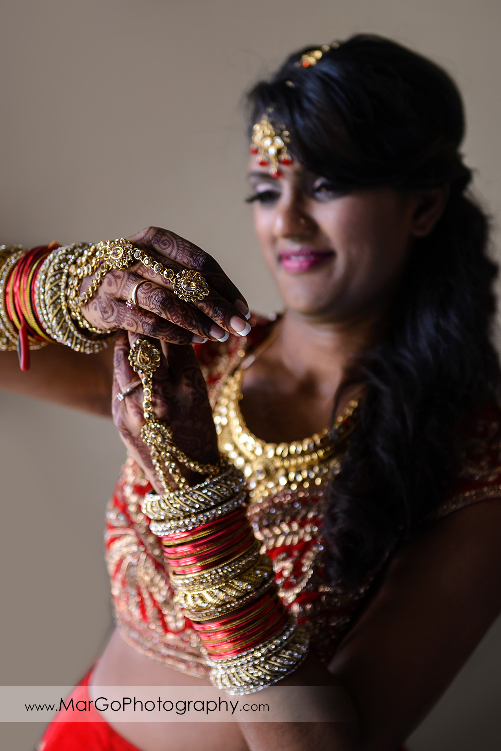 indian bride getting ready at Hotel Shattuck Plaza in Berkeley