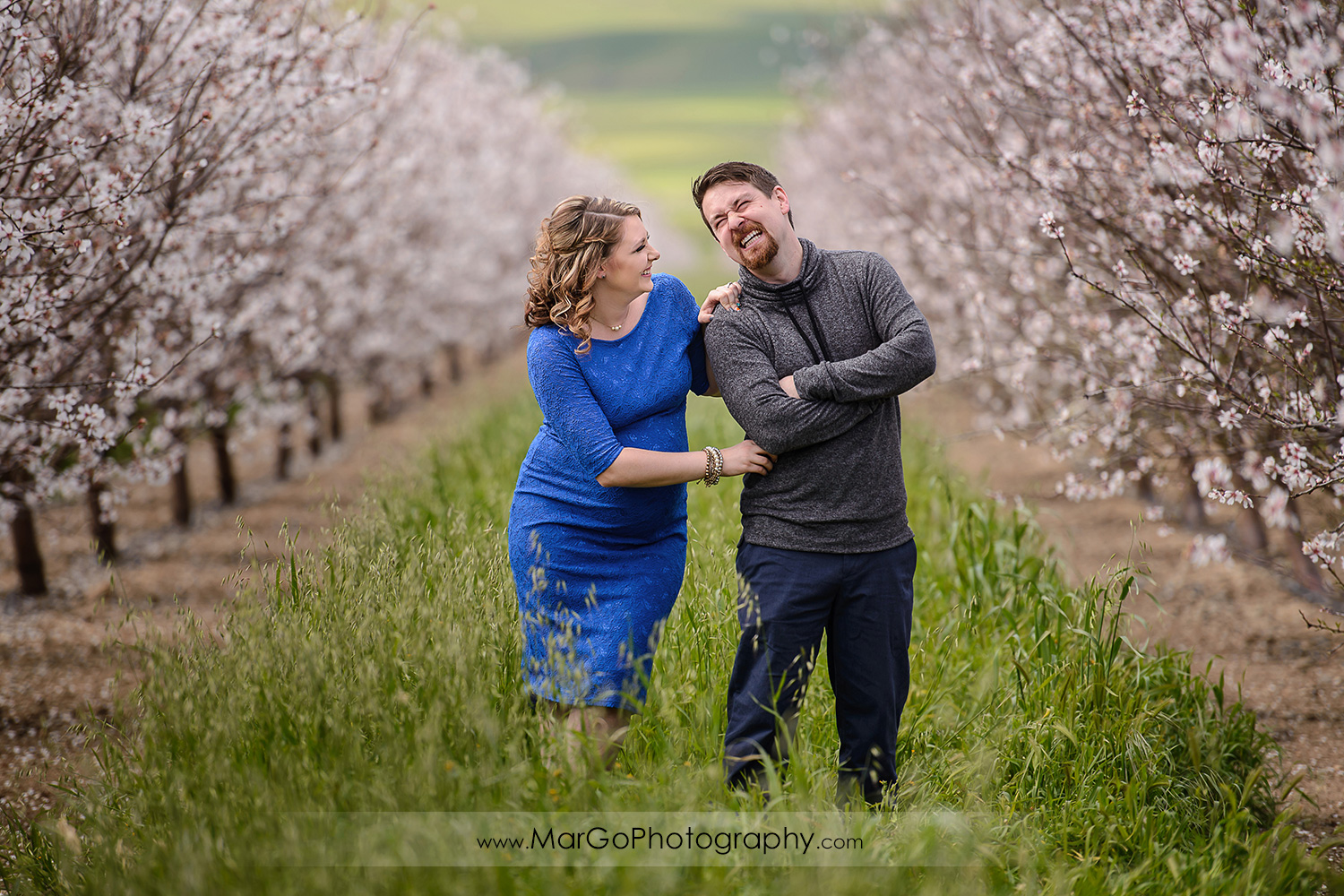 portrait of happy pregnant couple, Tracy orchard maternity session