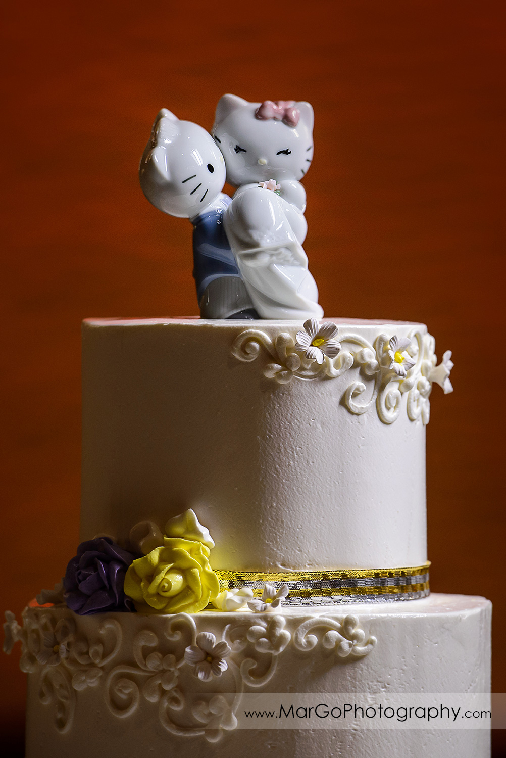 details of wedding cake at Hilton San Francisco Airport Bayfront in Burlingame